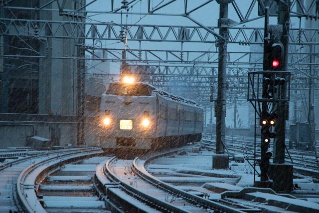 雪の中入線オホーツク1号