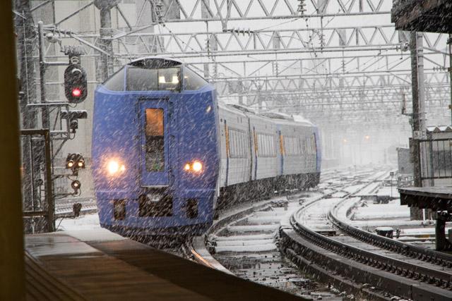 雪の中 札幌駅 スーパー宗谷 入線