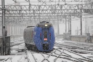キハ283系の臨時特急が回送入線した札幌駅-白ボウズと大谷エアポートはまだ走る