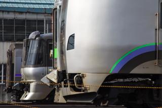 フェンス設置工事が進んでいる札幌運転所-変わらず留置されている785系NE-1