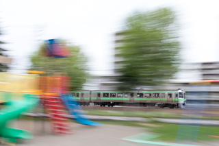 子供は砂場遊んで親は電車を楽しむ-のんびり公園で2時間遊んで来た子供の日