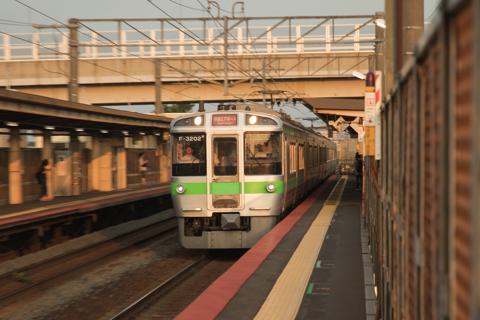 3両編成の然別行きとDE10とのすれ違い-代走列車が札幌方へ向かい手稲止まりのG-112