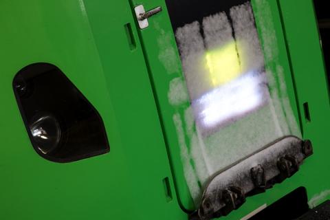 ゴゴゴッと走るSE-104-ライラック2号のヘッドマーク部分に雪が付いていた